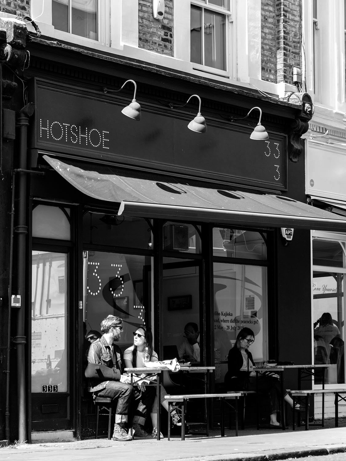 Cafe_main_01_BW